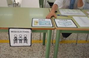 Señalización con pictogramas de colegios electorales en Málaga, 2011. Imagen publicada por José Manuel Marcos en el blog Informática para Educación Especial.